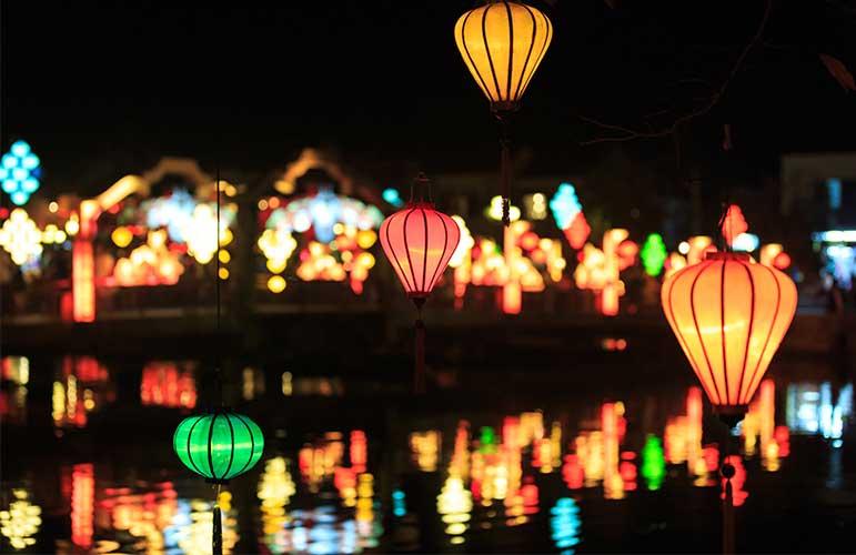 đèn lồng được sử dụng để trang trí tại phố cổ Hội An
