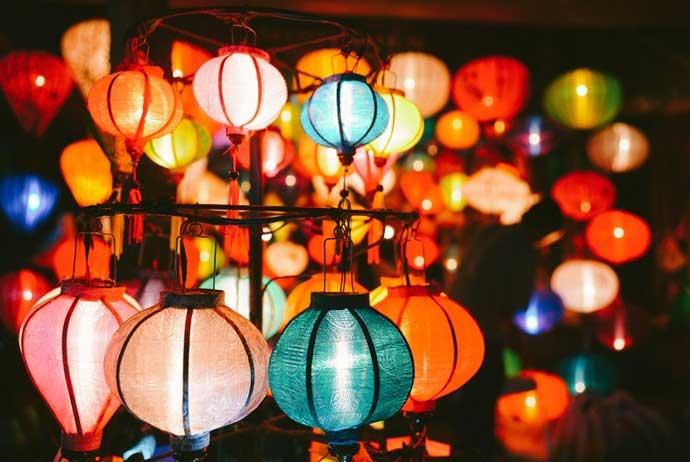 Lung linh sắc màu đèn lồng phố Hội