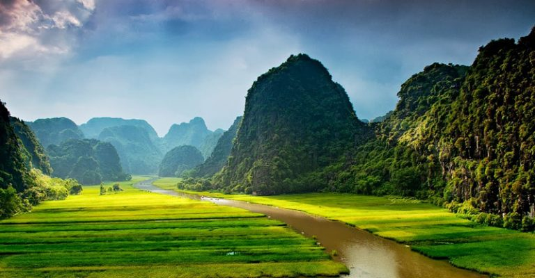 Từ Hà Nội đi Ninh Bình cách bao nhiêu km? đi đường nào?