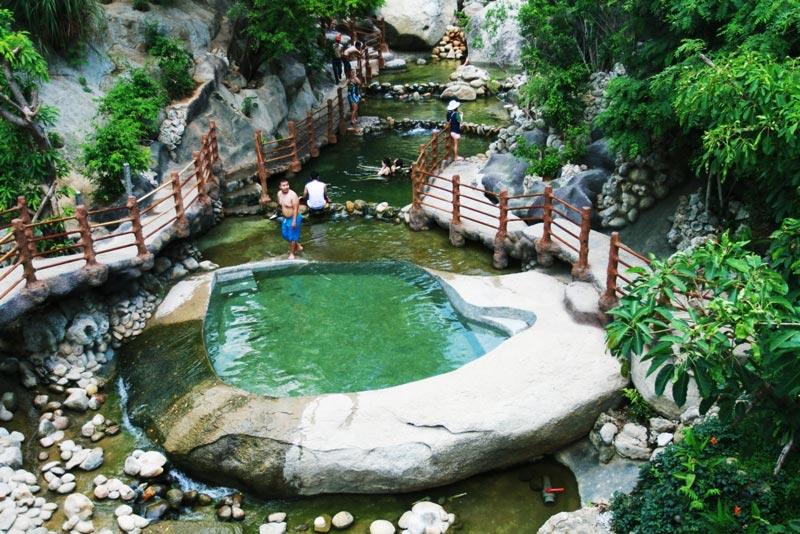 Bồn tắm bằng đá kỷ lục Việt Nam