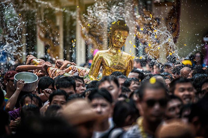 Ngày đầu tiên của lễ hội Songkran