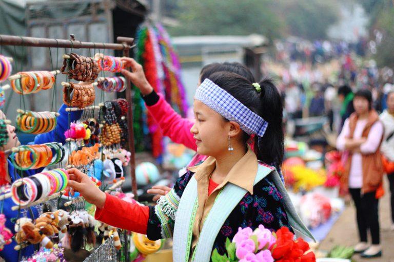 Du lịch chợ phiên Cán Cấu khám phá nền văn hóa dân tộc