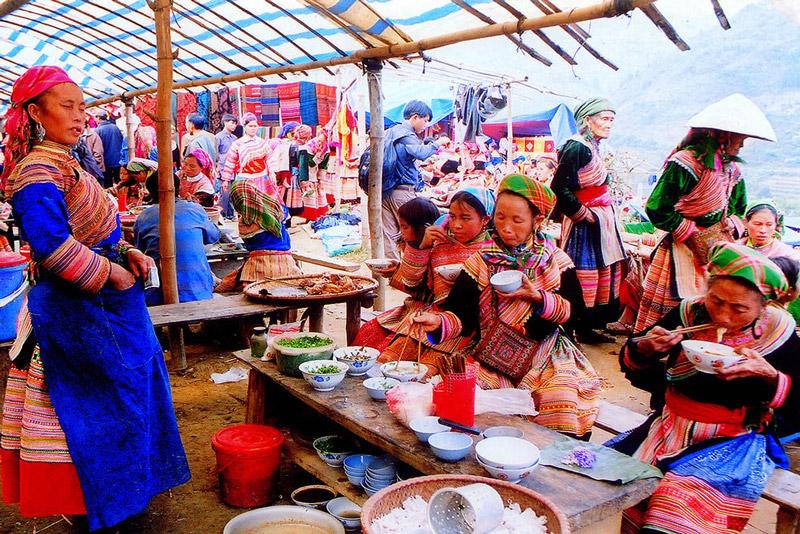 quán ăn chợ phiên cán cấu