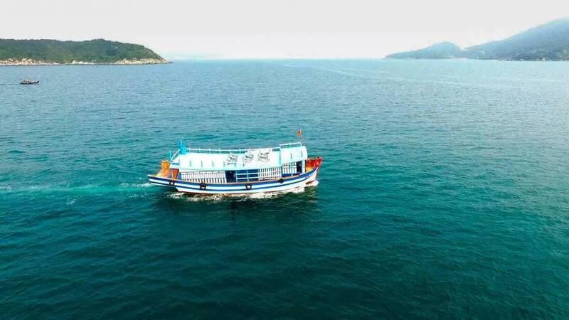 Thuê thuyền tham quan đảo