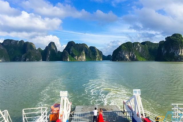Du lịch biển Hạ Long – Thả hồn ngất ngây trong từng bước đi
