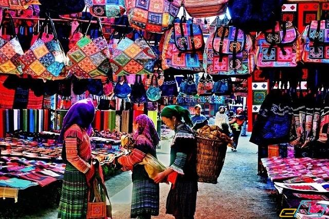 dạo chơi buôn làng thung lũng sapa mua sắm quà lưu niệm mang về làm quà tặng
