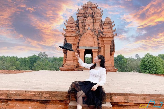 đường đi làng văn hóa 54 dân tộc Sơn Tây