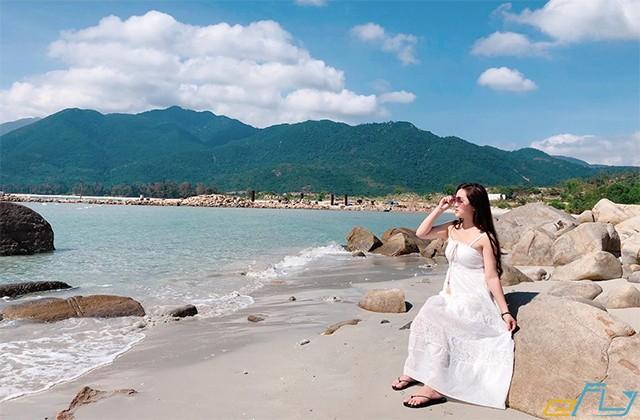 điểm thu hút của ở những tảng đá nhô lên của đảo bình hưng khánh hòa