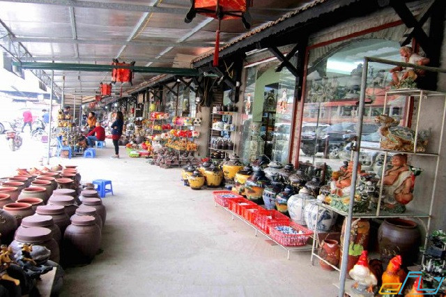 khám phá tại làng nghề gốm Bát Tràng: chợ gốm bát tràng