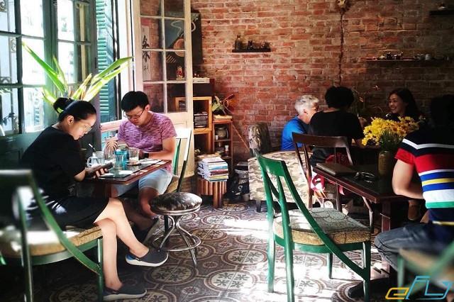 quán cà phê cổ Hà Nội:  Loading T