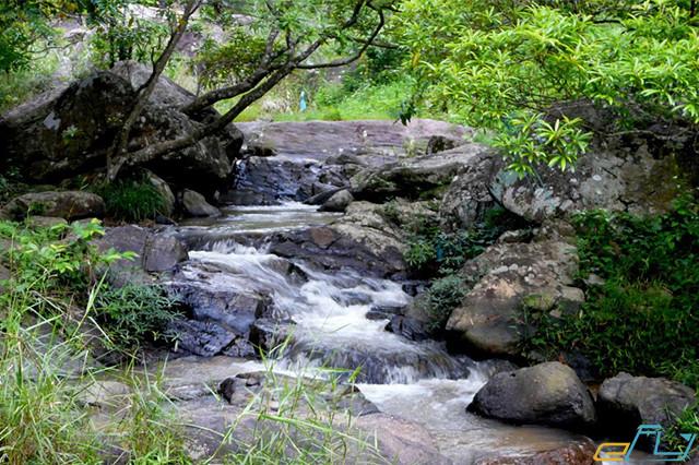 địa điểm du lịch ở Bắc Giang suối mỡ