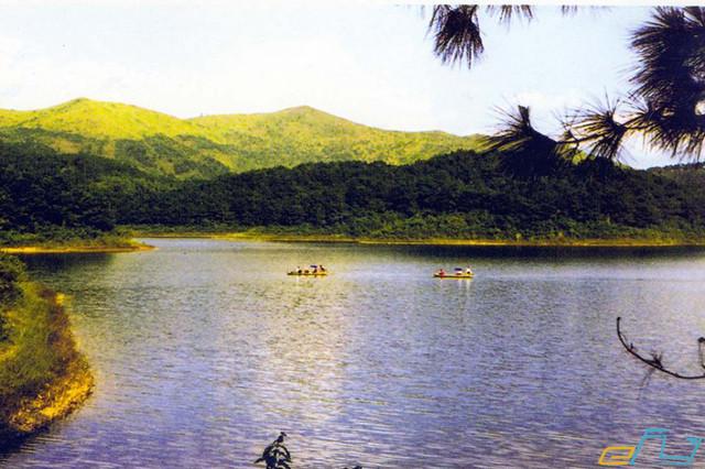 địa điểm du lịch ở Bắc Giang hồ cấm sơn