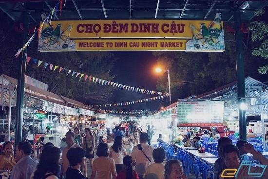 chợ đêm dinh cậu phú quốc nổi tiếng