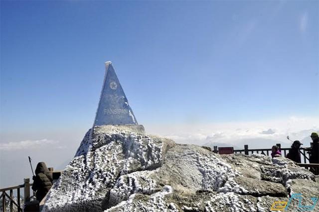 tuyết rơi trên đỉnh fansipan sapa