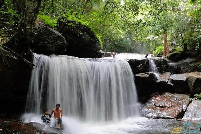 suối đá ngọn phú quốc địa điểm du lịch mùa hè ưu thích mùa hè