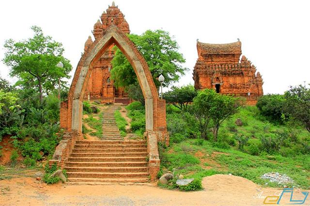 cẩm nang kinh nghiệm du lịch Ninh Thuận 2018: tháp chăm poklong giarai