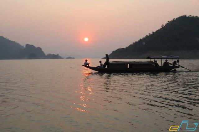cẩm nang du lịch hồ Thung Nai ngôi thuyền du ngoạn