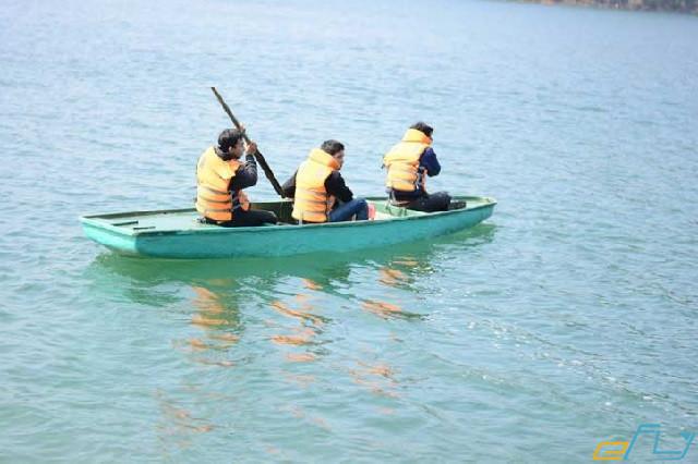 cẩm nang du lịch hồ Thung Nai chèo ghe